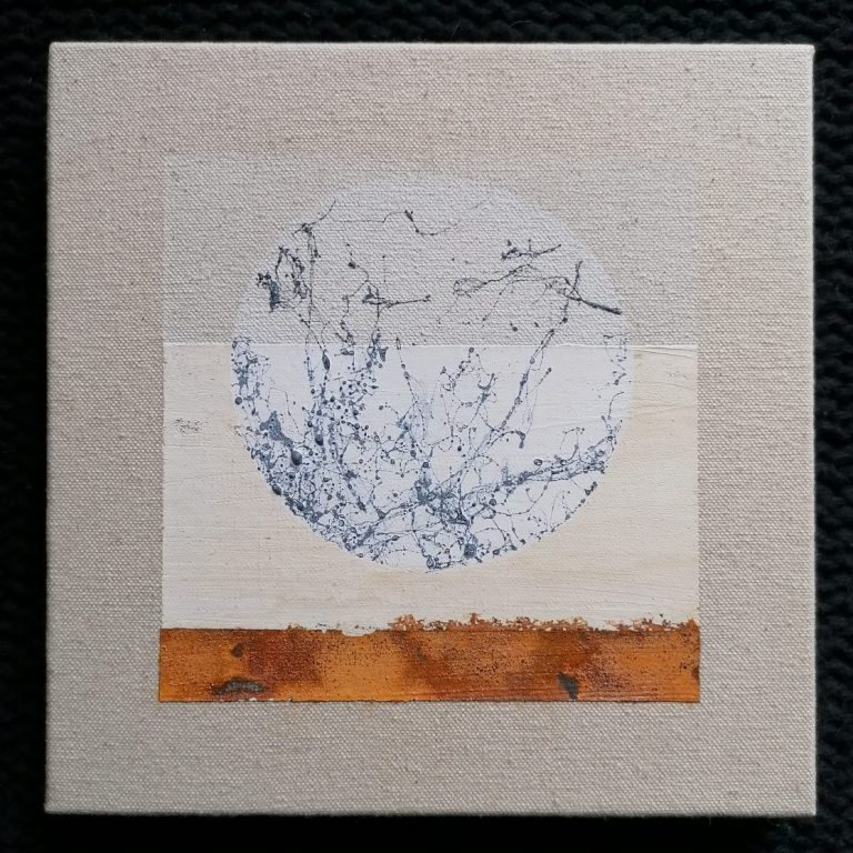 Отправна точка, 2020, латекс, лепило, спрей, вар, пигмент и естествена оксидация върху платно, 20 x 20 см.