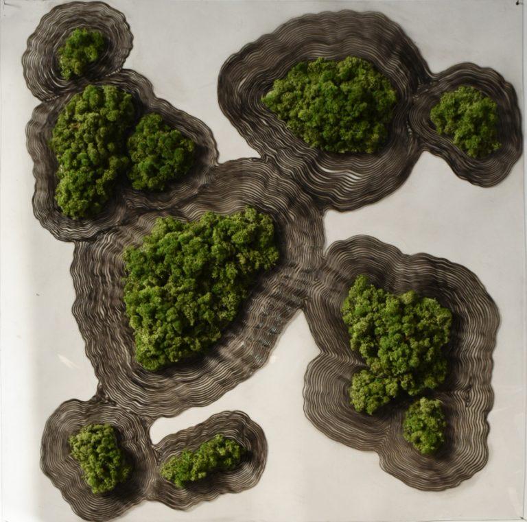 Влиянието на природата I, 2020, инсталация, смесена техника – вералит, мастило и мъх, 100 х 100 x 6 см.