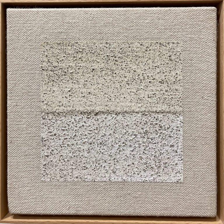 Цветът на Лещен, 2021, постен/полупостен грунд върху платно състав: туткал, вар, пигмент от местна почва, ленено масло, 18 х 18 см.